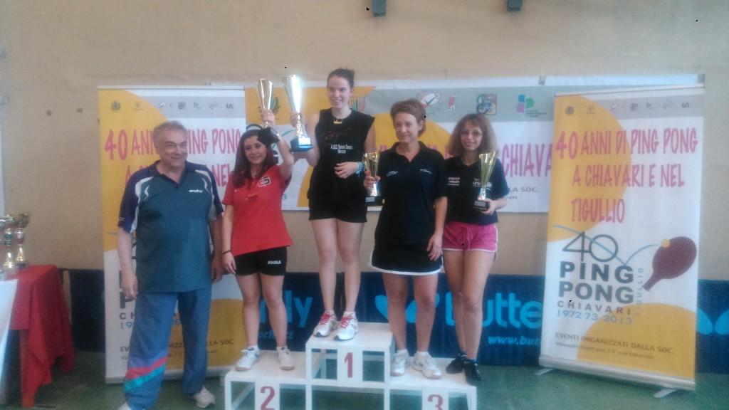 TN Chiavari- il podio della 5^ cat- al 1^ posto Martina Dromo- premia Arnaldo Morino