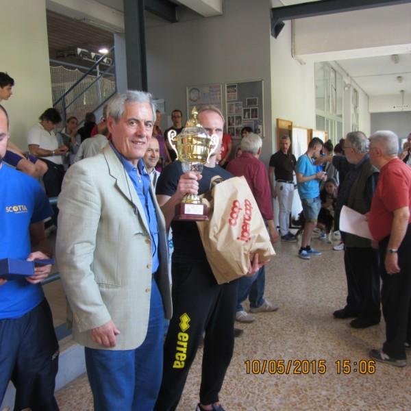 Memorial Ventura 2015 Novara Mario Armano premia Mirko Berti (600 x 600)