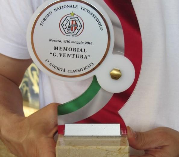 Memorial Ventura 2015 Novara il trofeo al TT. Novara 1^ soc. classificata (600 x 600)
